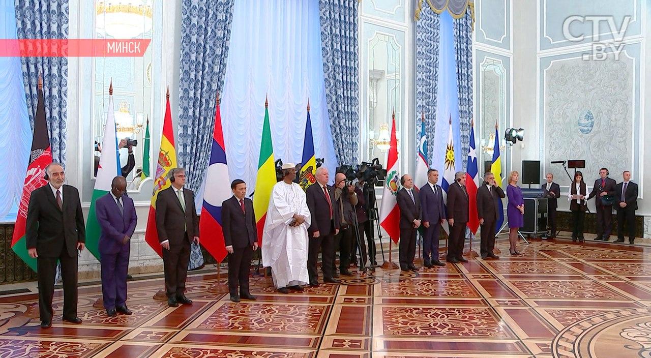 Лукашенко объявил, что Республика Беларусь одолела разногласия сЗападом