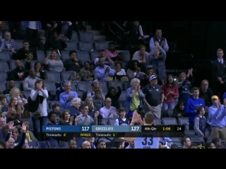 @MarcGasol gets a standing ovation as he checks out of the final @memgrizz home game of t