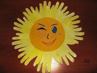 Как сделать солнышко из детских ладошек