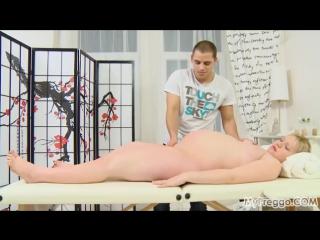 После массажа довел до оргазма киску беременной
