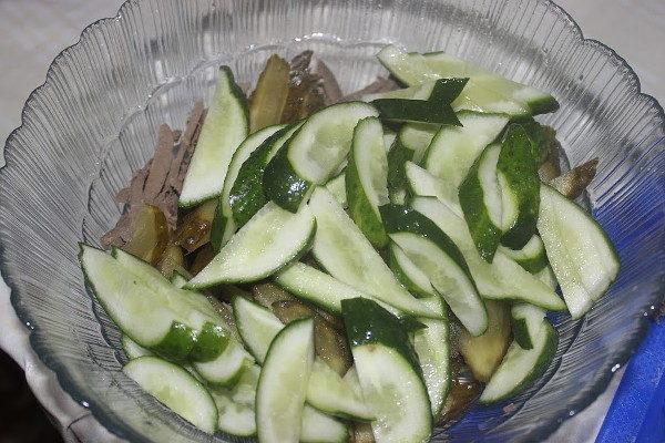 Салат с печенью и овощами, изображение №4