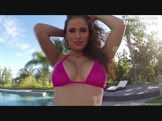 Милашка нежиться в бассейне (эротика со зрелыми женщинами, mature, milf, мамки, xxx)(hotmoms_18plus)