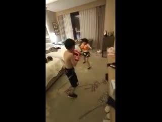 Бой в номере