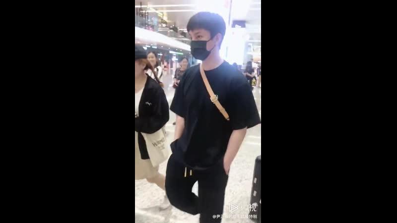 Инь Чжэн в аэропорту 05 09 2019 3