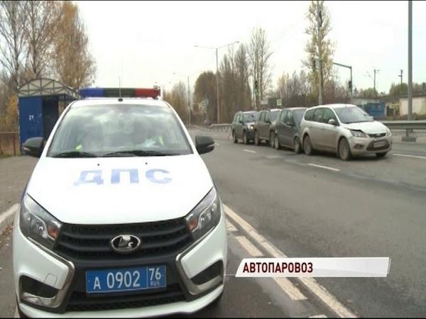 Паровоз из машин заблокировал проспект Фрунзе