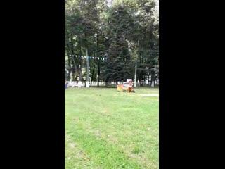 Подготовка к фестивалю красок в парке Мира в Коломне