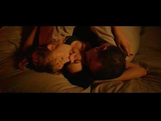 Жена смотрит как муж трахает молодую соседку в кино (ебет соседку, секс при жене, муж изменяет на глазах у жены)