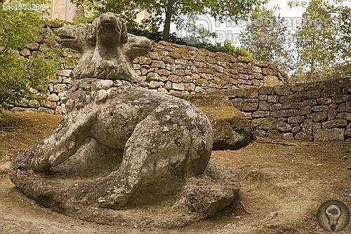 Лес иероглифов Sacro Bosco («Священный Лес») - иногда его называют Парком Чудовищ, но это уже современное название энигматический скульптурно-парковый ансамбль, построенный в XVI столетии по