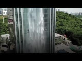 Самый большой искусственный водопад в мире
