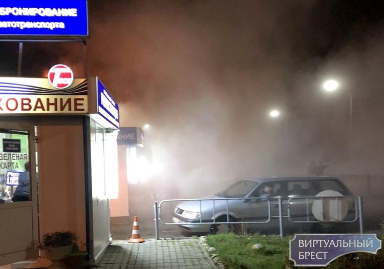 """Сегодня ночью перед ПТО """"Варшавский мост"""" загорелся автомобиль"""