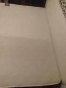 Химчистка двухспального матраса в процессе работы.