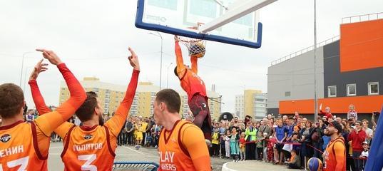 Воздушное шоу баскетбольных акробатов из Перми в Нижнем Тагиле (видео) — Sportag #1
