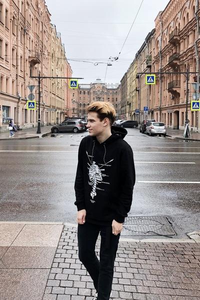 Артём Михайлов