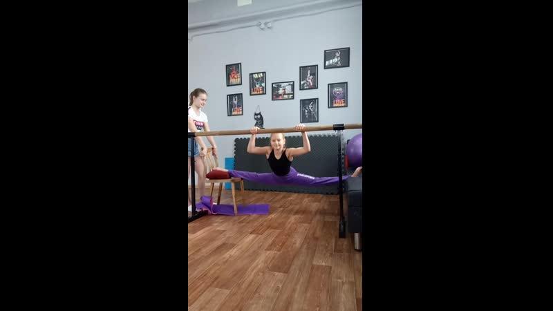 шпагатик Насти Якушевой, pole dance studio Cats
