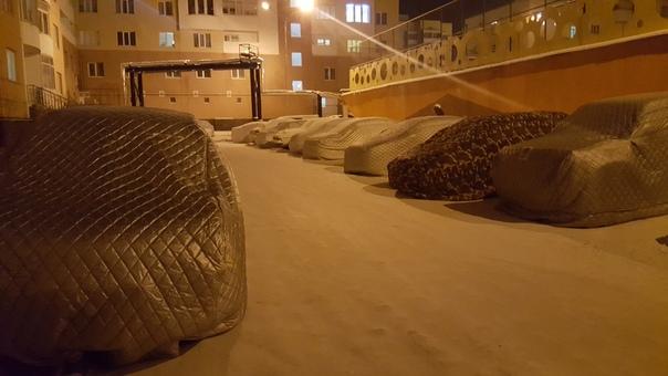 Дано: Якутск, -35-45 на улице, автомобиль Не дано: нормальный теплый гараж. Необходимо: возить жопу. Решение: автозапуск по температуре , автоодеяло Результат: комфортная зима