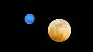 A blue planet appears near the moon in Australia seen with the naked eye