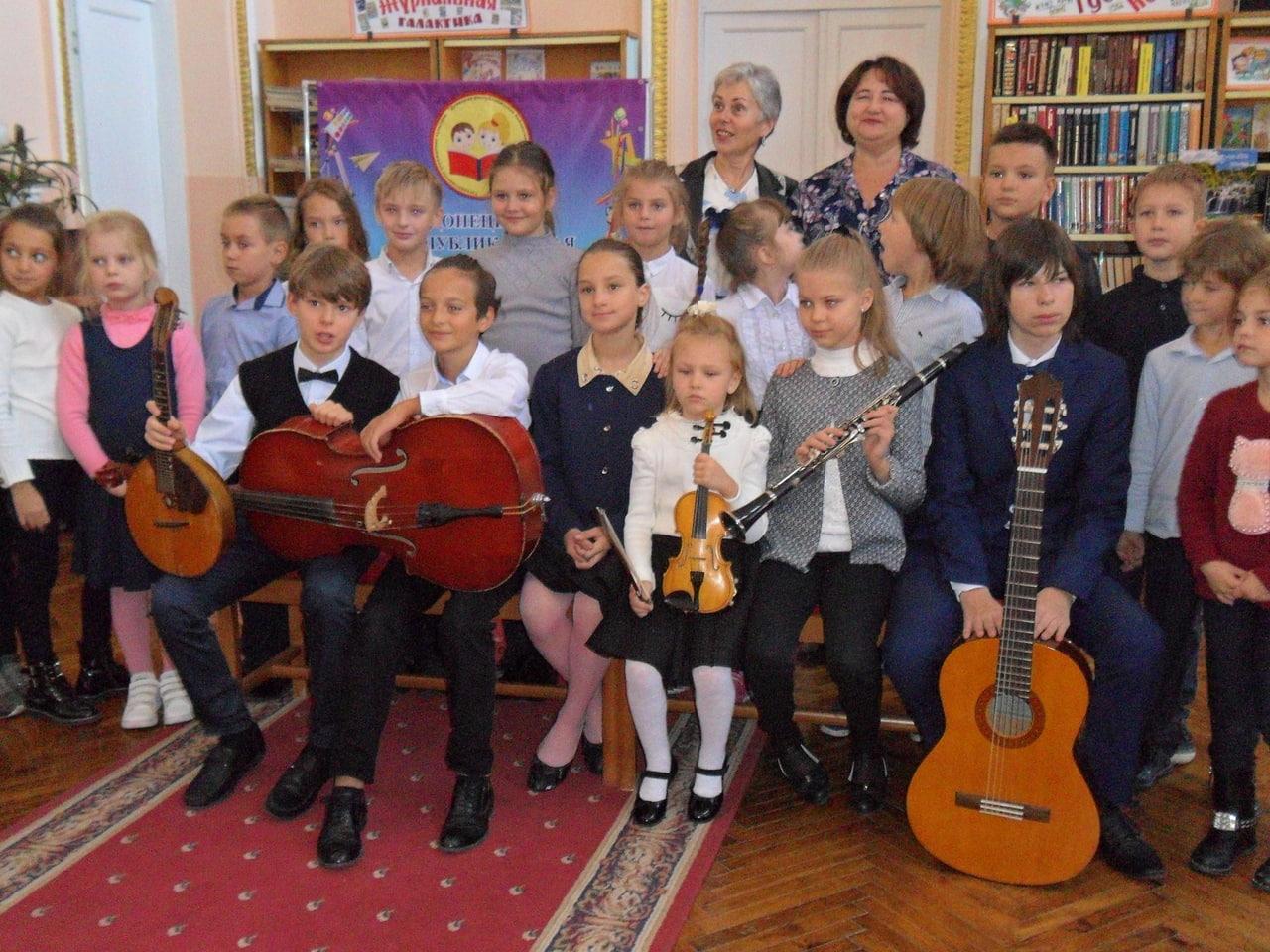 донецкая республиканская библиотека для детей, отдел искусств, с библиотекой интересно, занятия со школьниками, музыкальные инструменты