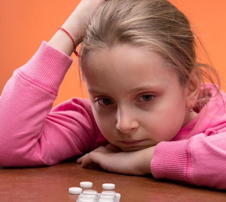 Детский психолог может помочь ребенку справиться с лекарствами, которые он или она принимает.