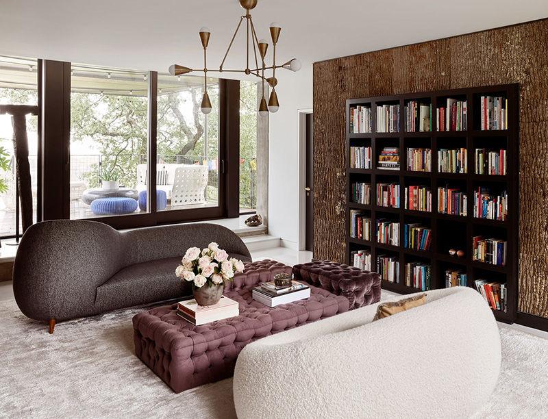 Бетонные стены и экстравагантный декор: современный дом писательницы в Техасе