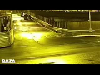 Соколов выбрасывает сумку с конечностями убитой девушки в реку