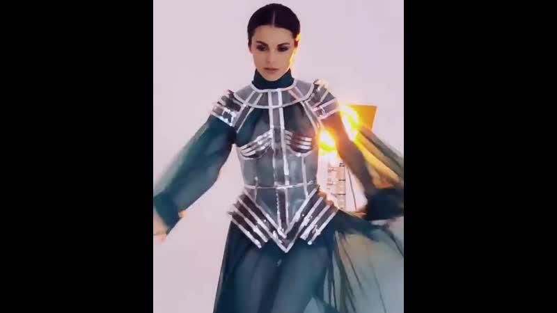Сати Казанова станцевала в полупрозрачном платье
