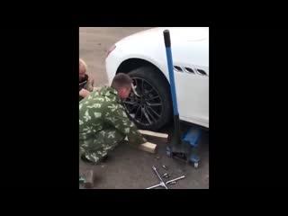 Maserati чуть чуть колесо не снимается
