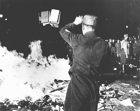 Какие книги жгли национал-социалисты, изображение №2