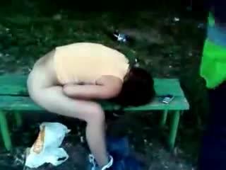 ВПИСКА. Погуляли на славу, школьница пьяная без трусов спит на лавке, тянка пьяная в очко