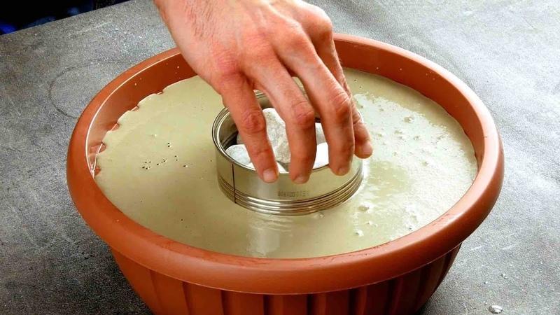 Вставляем консервную банку в миску с бетоном. Соседи по даче будут в шоке!