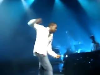 Kanye West танцует под трек a-ha Take On Me