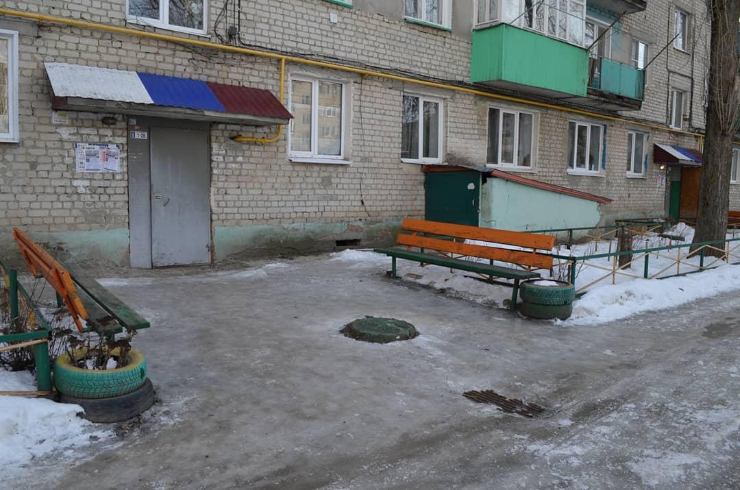 Гололёд во дворах и на улицах города: редакция «Петровских вестей» провела очередной рейд