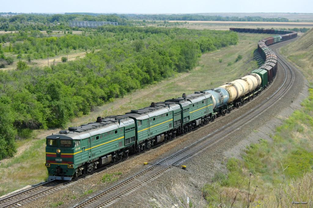 Дизель-электровозы обеспечивают движение для большинства грузовых поездов в Северной Америке.