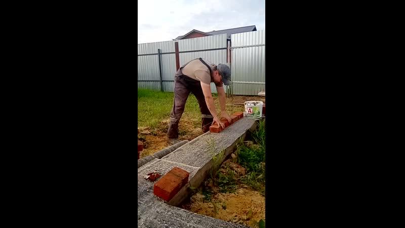 VID Александр Николаевич постигает азы каменщика