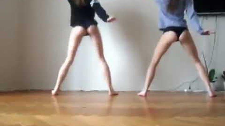 Школьницы танцуют тверк