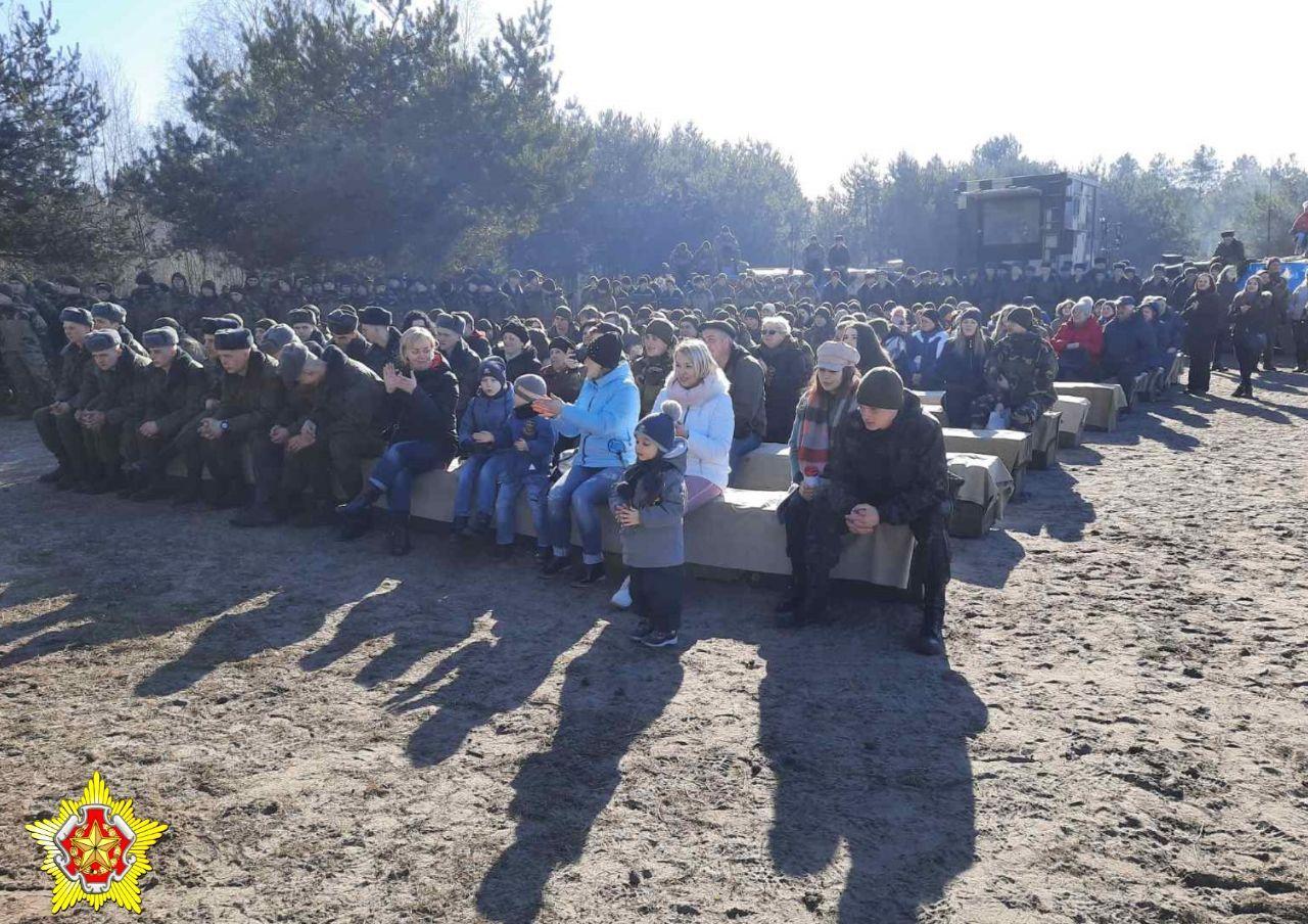 """День открытых дверей организовали на полигоне """"Брестский"""". Ели кашу, высаживали деревья"""