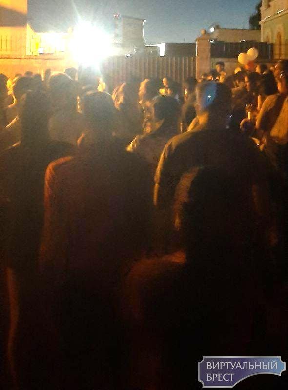 Людей отпускают из СИЗО в Бресте. И в Каменце. Говорят, что без условий и последствий