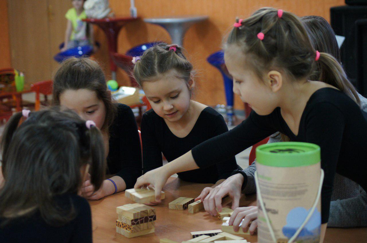 Дети из Некрасовки сыграли в настольные игры