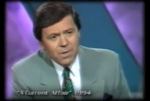 Ведущий: «Кто с тобой разговаривает в наушники?»