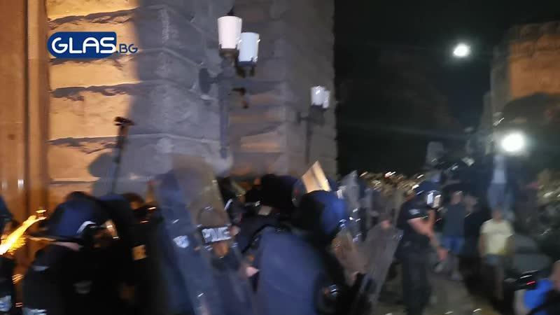Масови безредици на протеста в София mp4