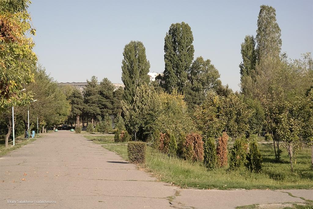 Аллея в сторону Байтик Баатыра, Бишкек