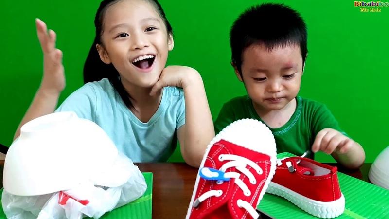 Chị Silent Sea tặng Gia Linh đôi giày thể thao heo đất trong phần quà bí mật