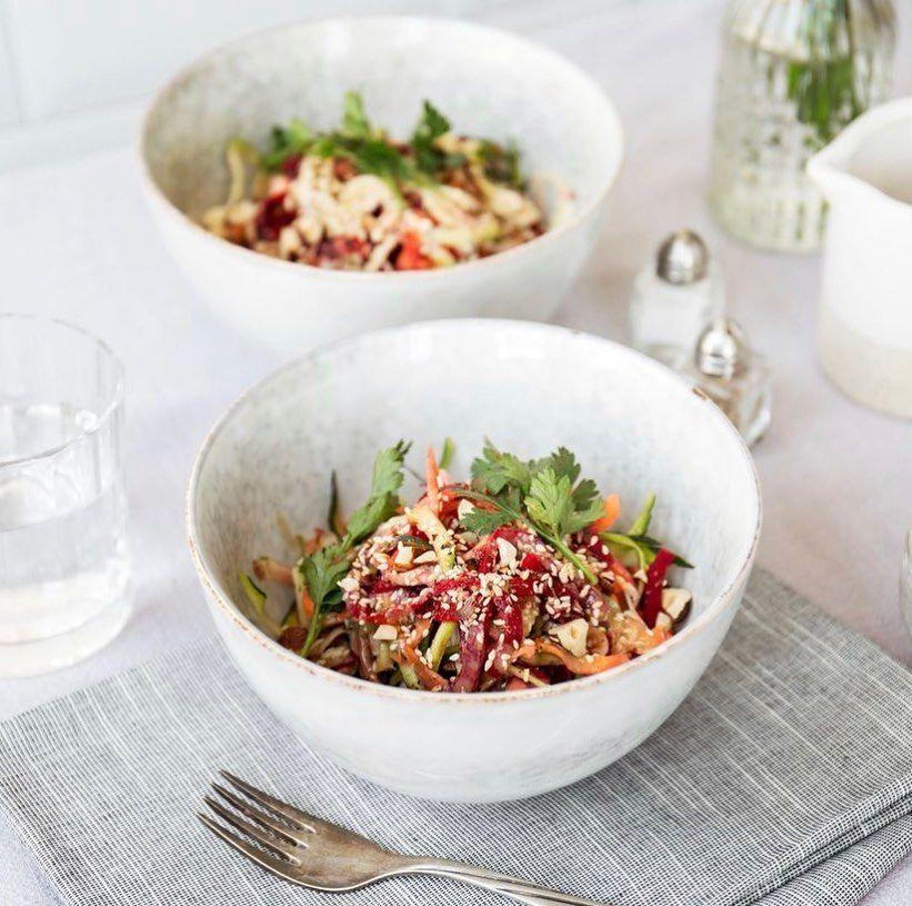Овощной салат с заправкой из тхины