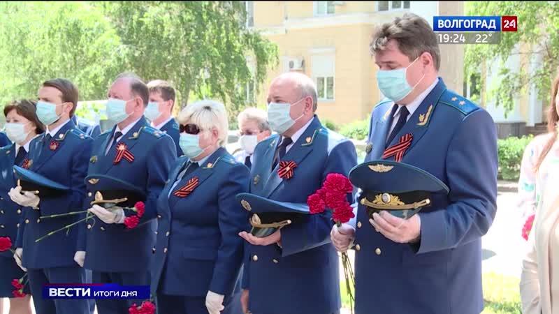 В Волгограде увековечили память прокурора фронтовика Виктора Шарахина