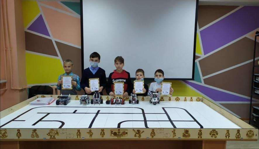 Воспитанники кружка робототехники при Петровском политехе завершили первый этап обучающего курса