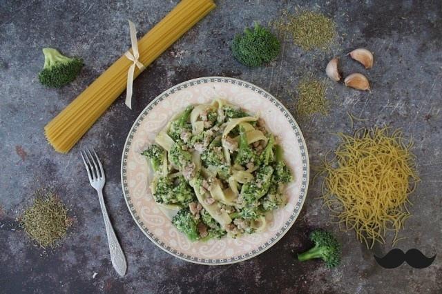 Паста с брокколи в сливочно-сырном соусе
