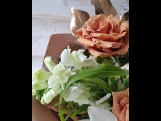 Наступает момент, когда букеты не возможно сделать без них- без воздушных и ароматных Пионов!!! Микс из шикарных роз, пионов , с