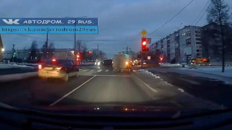 Архангельск Под стрелку на неисправном светофоре
