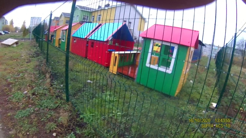 Детский сад-привезли домики и автобусики.
