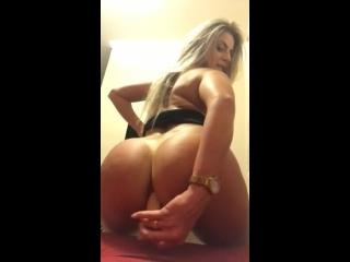 глупышка разносит свое очко огромным дилдо, анал, anal, analgape, gaping, gapes, asshole, anal sex, ass spread, anal porno, dap,