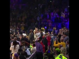 Болельщики «Лейкерс» устроили Кобе Брайанту овации стоя